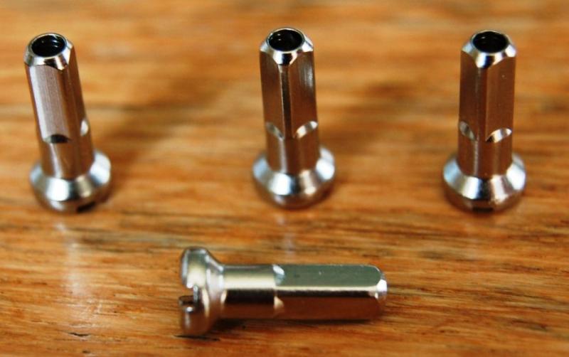nipl 2,3/14 Remerx (bal.500ks) mosaz